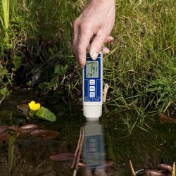 Su Analiz Cihazı PCE-PH 22 ile pH değeri hızlı bir şekilde belirlenir.