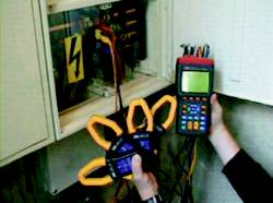 Üç Fazlı Güç Analizörü PCE-360'ın kullanım görüntüsü