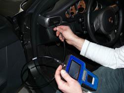 Araç Test Cihazı PCE-VE 320N pratik kullanımda